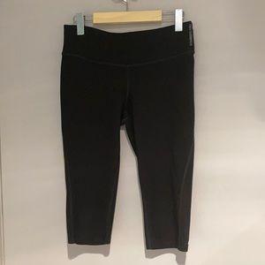 🧘♀️2/$30 NEW BALANCE Cropped leggings Black Med